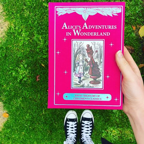 ALICE'S ADVENTURES IN WONDERLAND - book - knjiga